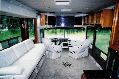 World Amazing Bus in DUBAI