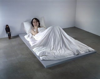 In Bed - sculpture by Ron Mueck