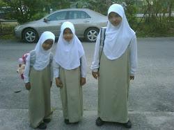 Adik-adik perempuanku....
