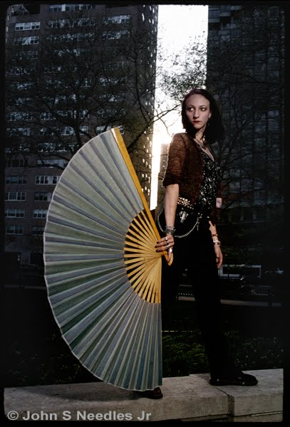 10_Fashion_Portrait Lady with a Fan