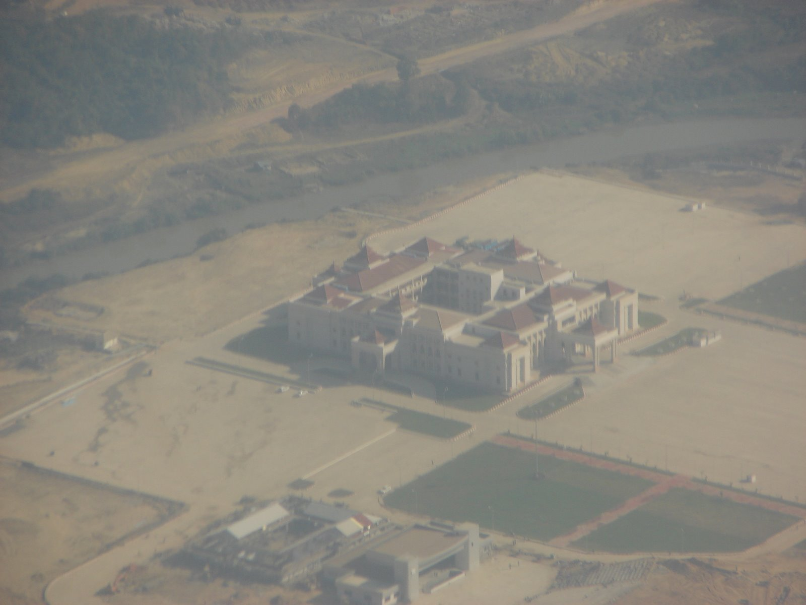 [Myanmar-Napyitaw-Jan+2006+041+--+aerial+view+of+major+building,+purpose+not+known.jpg]