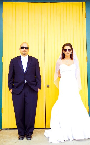yellow barn wedding picture, creative wedding photos san diego