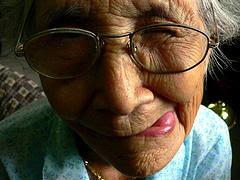 nenek terlucu, nenek paling lucu, foto nenek terlucu, nenek gokil