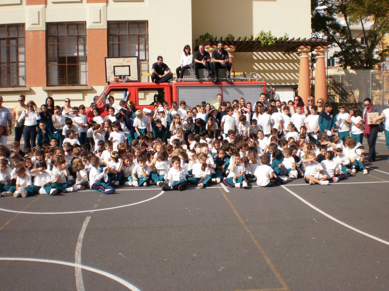 Bomberos de tenerife campa a de navidad 2010 visita al - Colegio aparejadores tenerife ...