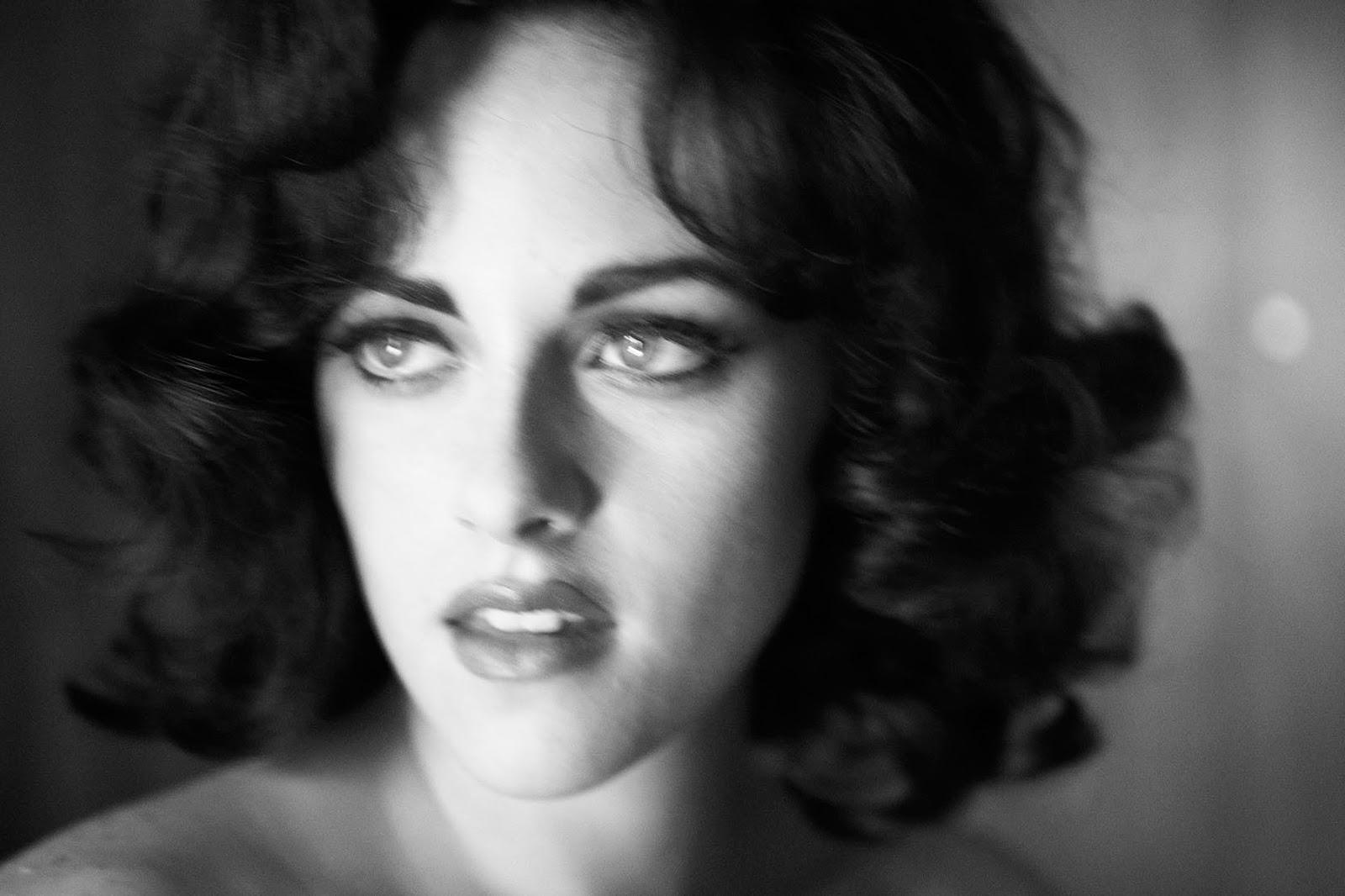 http://3.bp.blogspot.com/_CsMq7Ga9XwA/TTZ0dRA53hI/AAAAAAAABSY/uqvY7fEWG8I/s1600/Kristen_Stewart_Vogue_7.jpg