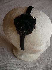 flor negra con dorado