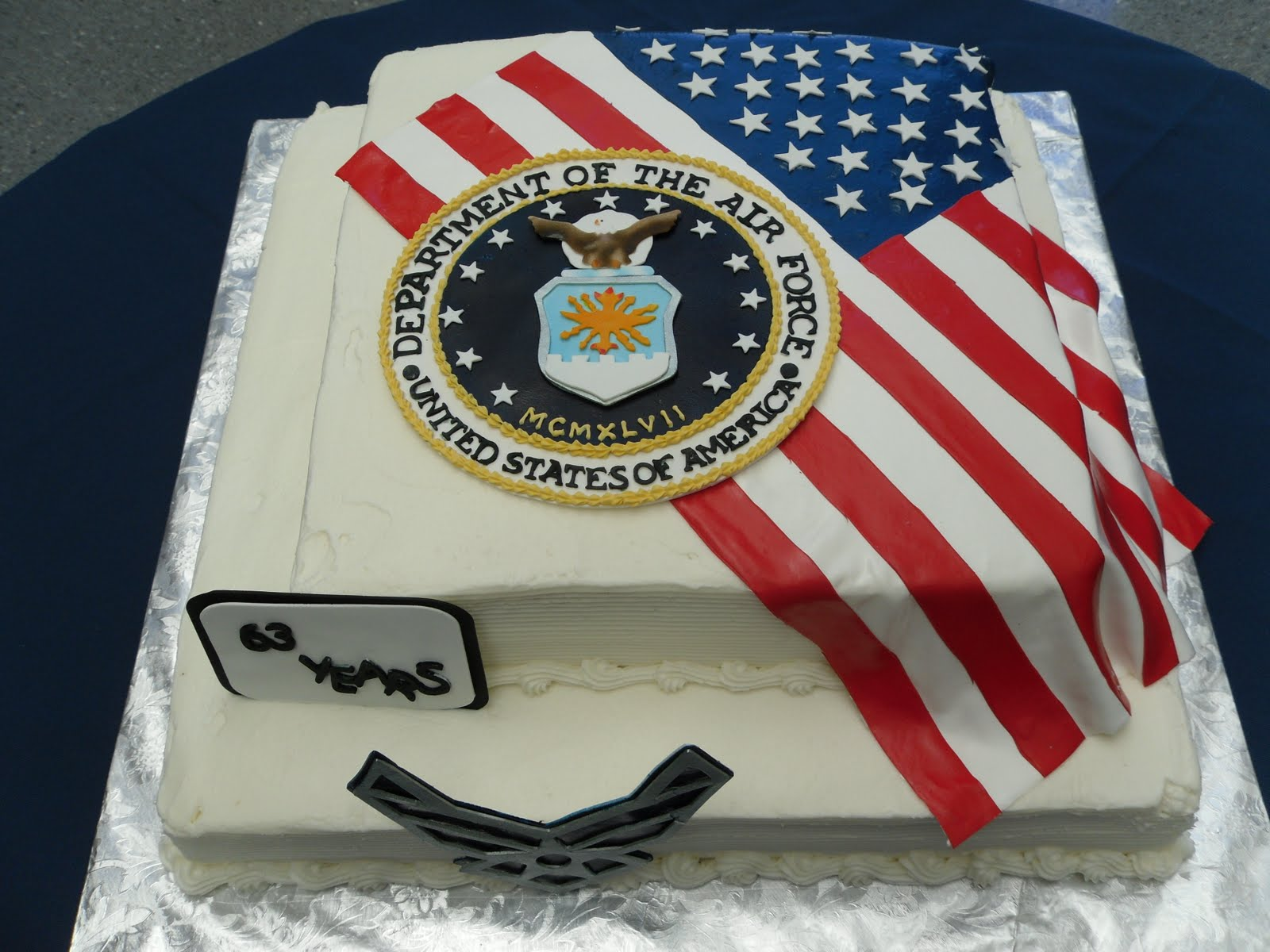 Cake concepts by cathy two flags two emblems different for Air force cakes decoration