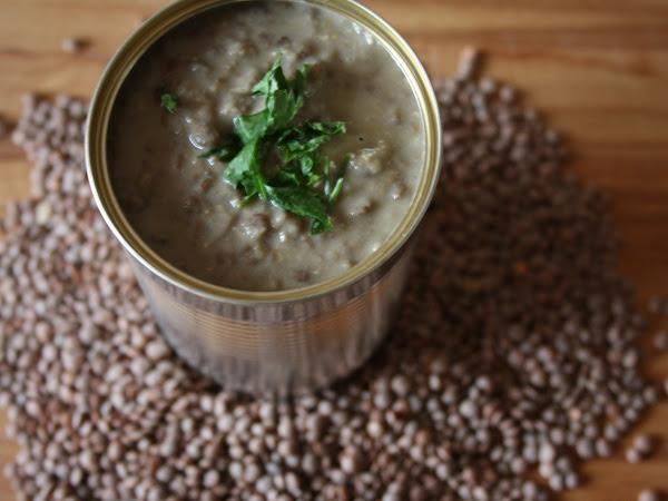Zuppa cremosa di lenticchie al coriandolo