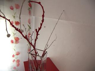 Taşlar ve dallar vazoya girince böyle göründüler