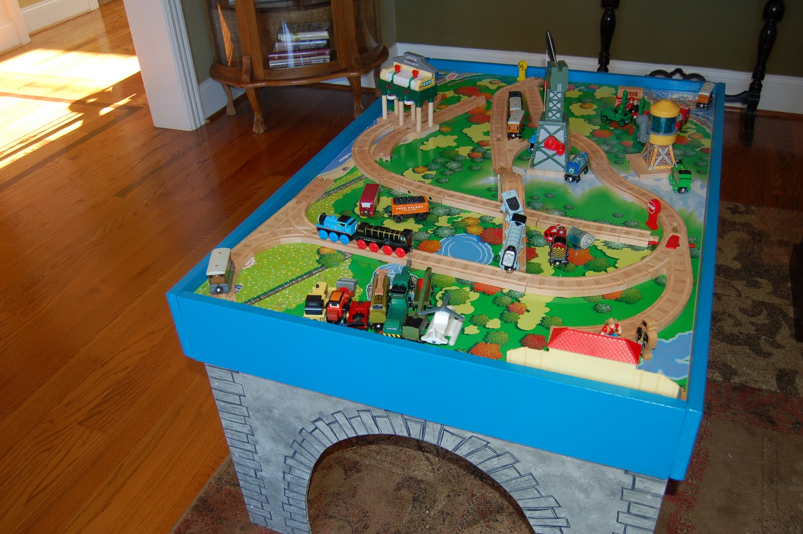 16 diy thomas the train table woodwork n scale for Diy play table plans