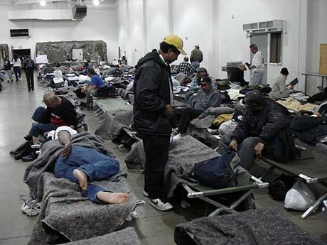 http://3.bp.blogspot.com/_Cw1--253q3w/TD8qZurTg7I/AAAAAAAAAJo/fK84k_Iuy1Y/s1600/01-19-07-HomelessShelter2.jpg