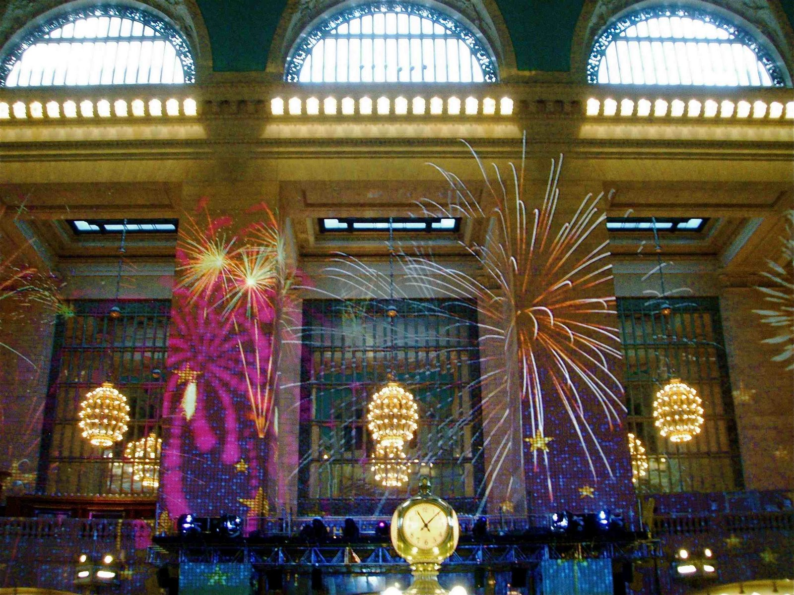 NYC ♥ NYC: KALEIDOSCOPE LIGHT SHOW at GRAND CENTRAL STATION