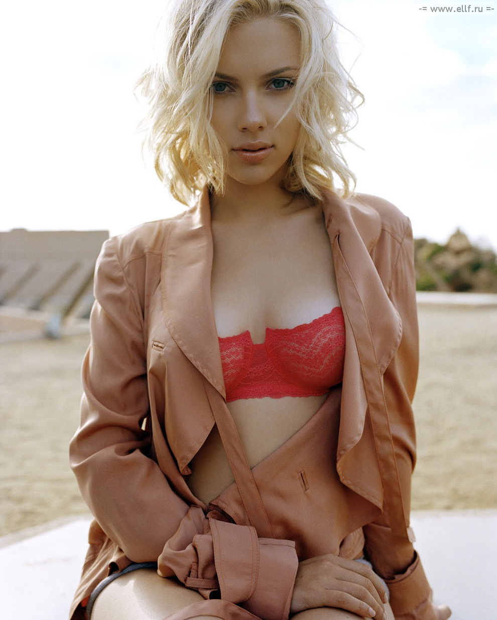 Hot And Romantic Actress Scarlett Johansson Hot Photos