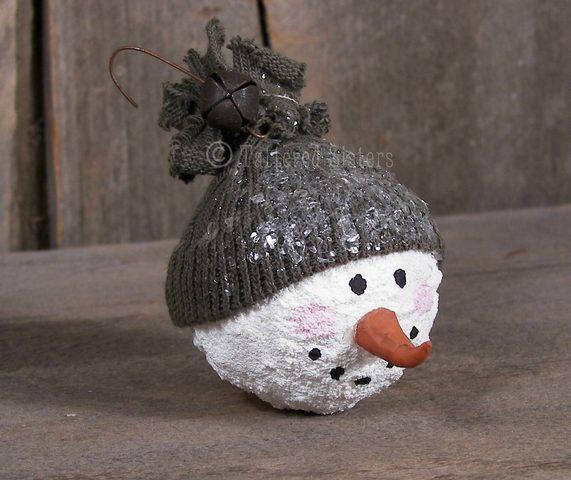 Primitive Snowball Ornie