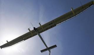 El avión Solar Impulse vuela durante hora y media