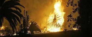 Los bomberos lanzan un ataque contra el fuego en California