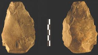 Las dos caras de un bifaz hallado en el yacimiento de Cueva Negra (Murcia), de 900.000 años de antigüedad.- MICHAEL WALKER