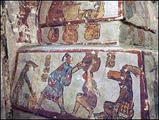 Hallan pirámide con murales de los mayas