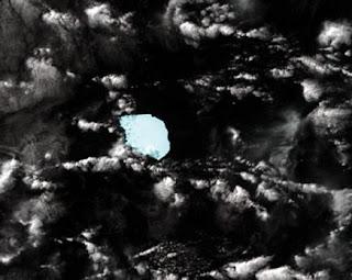Imagen de satélite del iceberg B17B (c), de unos 19 kilómetros de longitud, flotando entre Australia y la Antártida. AFP