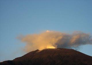 Alertan de una probable erupción del volcán Galeras en los próximos días