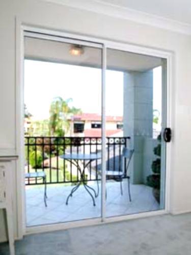 Homenjoy puertas for Puertas de terraza de aluminio