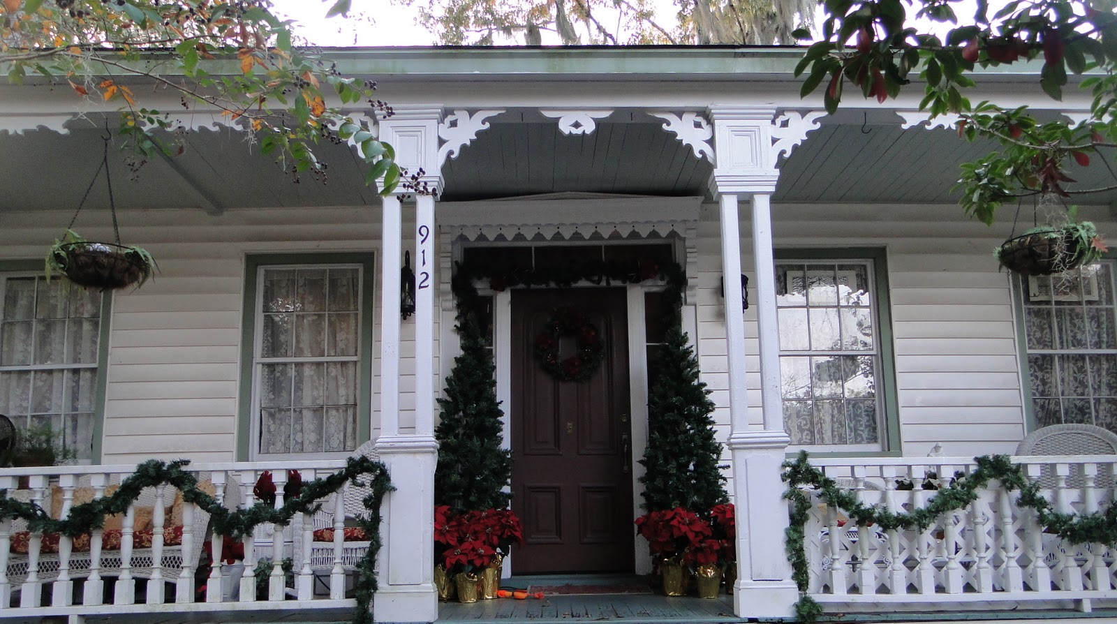 Victorian parlor ii christmas porch for 59 victorian lighted black lamp post christmas decoration