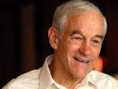 Ron Paul lachend