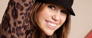 Miley Cyrus lächelnd