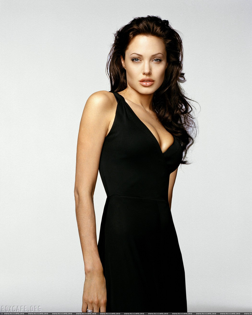 http://3.bp.blogspot.com/_D1vu3iEBoSY/R169iIv6vgI/AAAAAAAAFGI/oCvr8n8l7fI/s1600/angelina_jolie_3.jpg