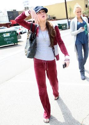 Miley Cyrus  on Hollywood News   Miley Cyrus Y Mandy Jiroux Juntas En Un Reality Show
