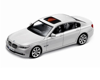new BMW 750i White miniature