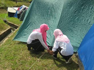 memasang khemah