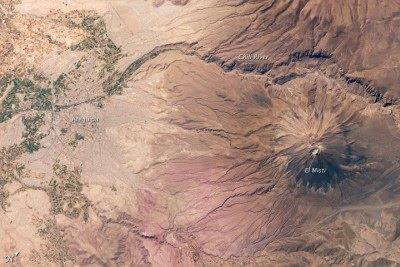 Arequipa y El Misti desde la EEI. NASA Earth Observatory.