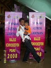 hari konvokesyen kak chor di PICC, Putra Jaya..si comel dengan abang ngah nye.