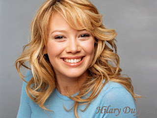 Hilary Duff happy Wallpaper