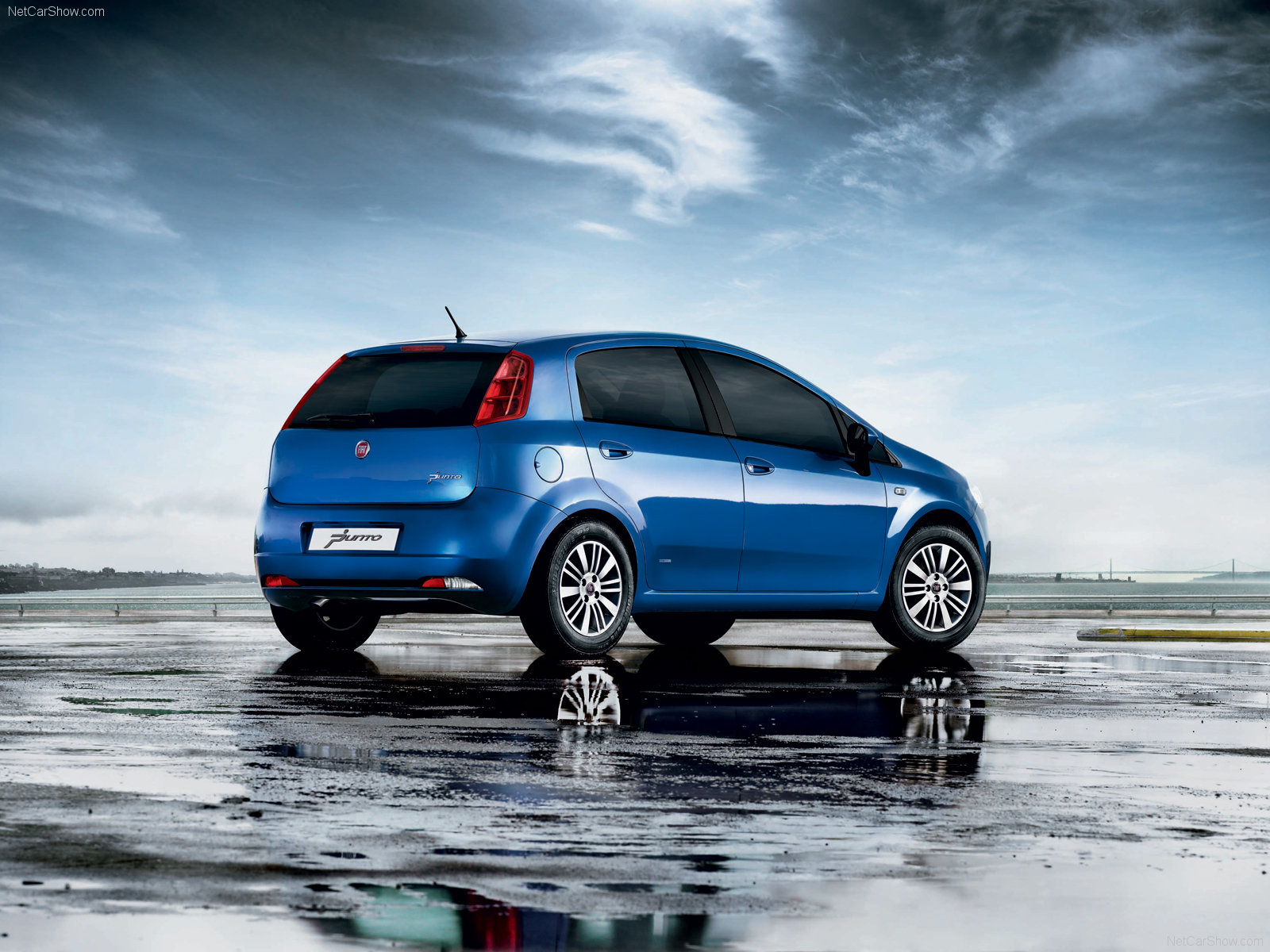 new fiat grande punto 1 2 launched in india. Black Bedroom Furniture Sets. Home Design Ideas