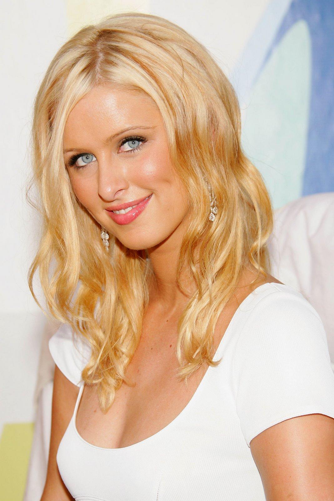 http://3.bp.blogspot.com/_D7HeuMReRVk/R1IRLd4dn-I/AAAAAAAAAgE/ydvJtDRzUOQ/s1600-R/Paris___Nicky_Hilton-MTV5.jpg