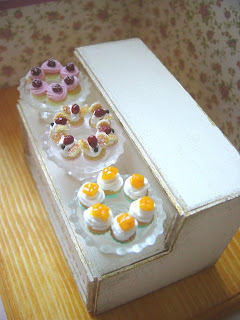 1/12 dollhouse miniature cake display shelf