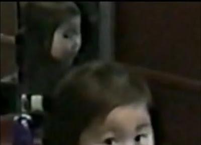 鏡中小女孩