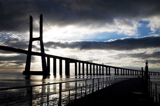 Sob um céu de chumbo visto-me de preto - Ponte Vasco da Gama
