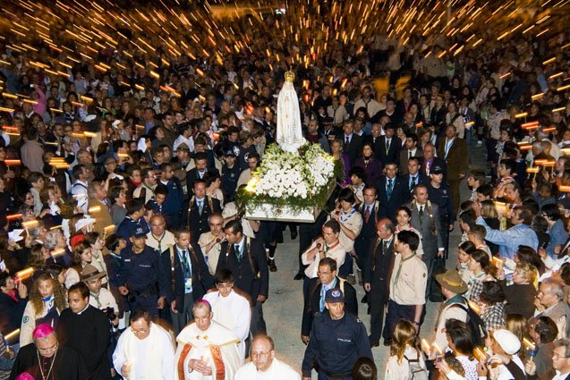 Luzes de Fé - Procissão das Velas, de Cacilhas para a Igreja de Almada