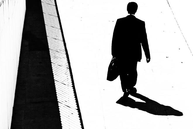 O homem que caminha só, ou a vida a preto e branco