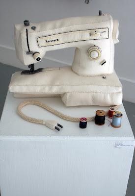 http://3.bp.blogspot.com/_DBte4fUwbcc/SntBJLq99DI/AAAAAAAAApM/T3BbAuVo-tk/s400/sewing+machine.jpg