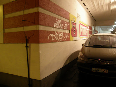 Profi, Dráva utca, áruház, üzletlánc, üzlet, élelmiszer, Újlipótváros, Angyalföld, graffiti, tag, writers, falfirka, vandalizmus, Angyalföld, Dráva utca, Louis Delhaize csoport, falfirka, graffiti, Profi, tag, vandalizmus, writers, áruház, élelmiszer, Újlipótváros, üzlet, üzletlánc, photo, dirty, supermarket