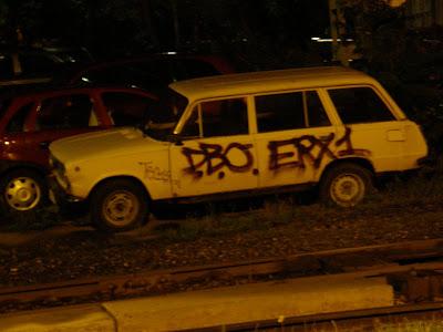 Budapest, I. kerület, Vár, autó, Lada, tag, teg,  firka, vandalizmus, rongálás, D.B.O, ERX1