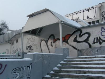 SKY LIGHT CLUB - HULLY GULLY, képek, kép, graffiti, XII. kerület, Hully Gully, Apor Vilmos tér, katolikus egyház, Mindenki temploma, graffiti, tag, teggelés,  writers,  street-art, public art,  vandalizmus,  falfirka