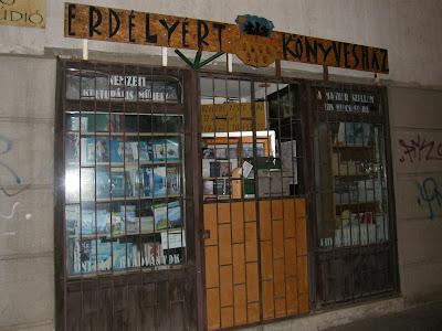 Cím: 1034 Budapest, Bécsi út 99. - Tel.: 240-1312 - E-mail: bolt@erdelyert.hu © 2003-2010, Erdelyert.hu., Budapest,  III. kerület,  Óbuda, Bécsi út, könyvesbolt, Erdély, csőd, válság, blog, Buda