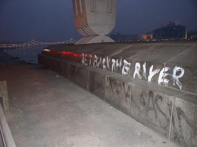get back the river, Budapest, Hungary, Magyarország, Duna, Donau,Danube, graffiti, protest, tiltakozás, követelés, közlekedés, légszennyezés, folyó