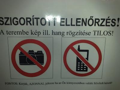 Budapest, MOM Park, mozi, műsor, tilos, tiltótábla, XII. kerület