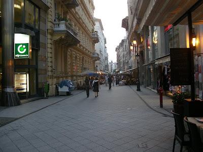 Háda Kft, Belváros, Budapest, V. kerület, Váci utca, Vaci street, használtruha, rongykereskedelem